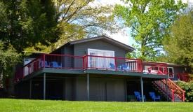 lakeside-rental-jacuzzi-lawn