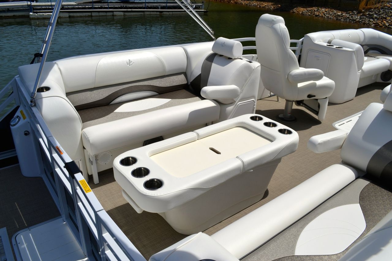 2014 JC 23 BW aft lounge black taupe27