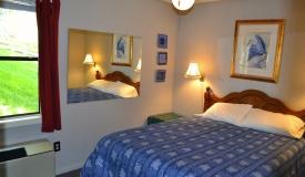 waterfront-bedroom-blue-ridge-mountains