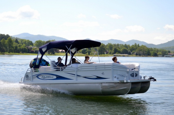 Sport Pontoon boat rental on Lake Chatuge