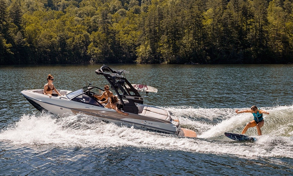 2020-malibu-wakesetter-20-vtx-wakeboard-boat-rental-lake-chatuge-north-ga-nc - 1